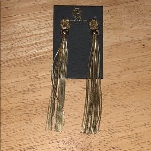 NWT Beautiful Gold Knot Earrings